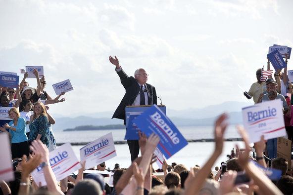 Sanders lanza oficialmente su campaña en Burlington, Vermont.